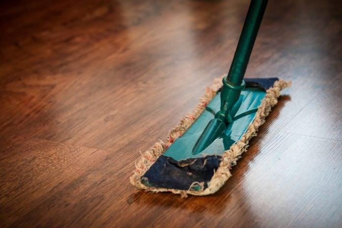 Sai davvero come pulire il parquet? Ecco dei trucchi infallibili!