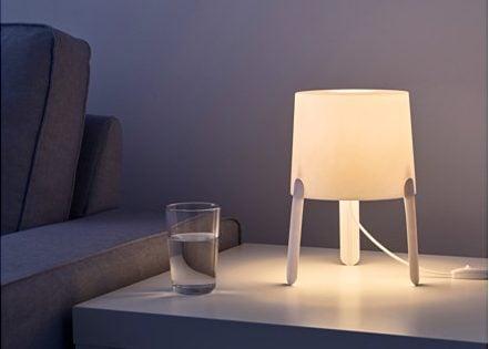 Lampada Ikea Tvars Questa Lampada Da Tavolo ...