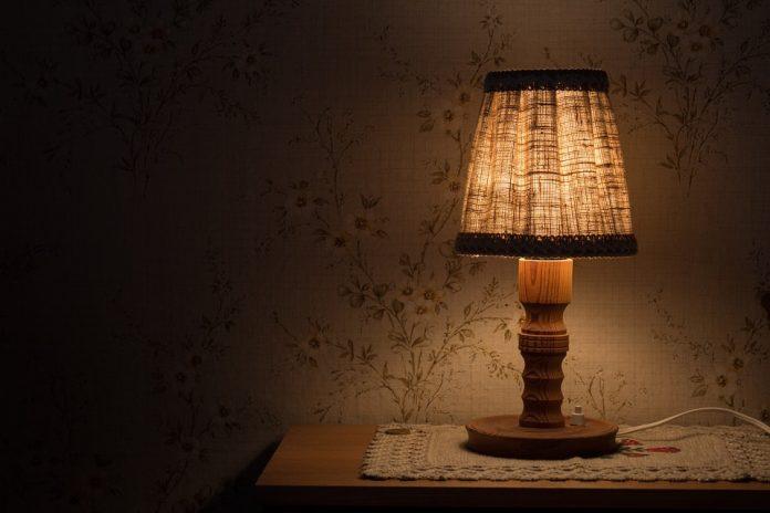 Coppia di lampade da tavolo in rovere ottone coppia di lampade