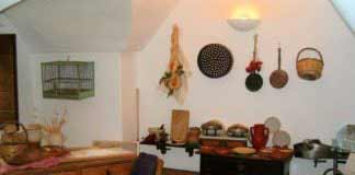 Cucine-rustiche-in-legno-oggetti