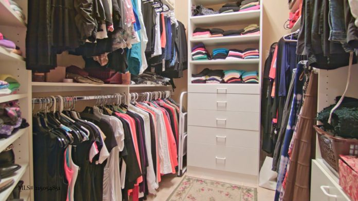 Cabina armadio un 39 intera stanza per organizzare i vestiti for Stanza armadio