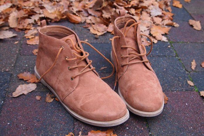 pretty nice feaad 0e9fa Come lavare le scarpe di pelle o di camoscio: trucchi e consigli